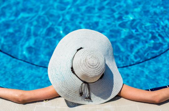 woman with hat in pool